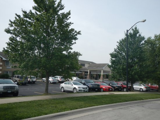AmericInn Lodge & Suites Republic: Entrance w/ trees