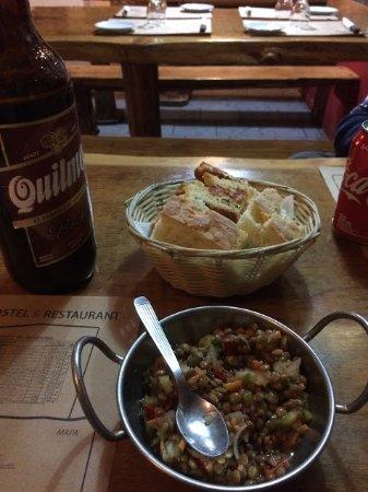 Restaurante Ahonikenk Chalten Fonda Patagonia: Entrada, ni bien llegas te reciben con panes y vinagreta de lentejas...muy buena!