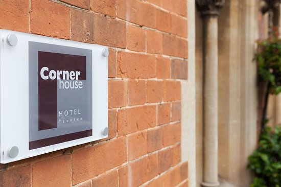 The Corner House Hotel Photo