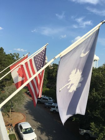 Aiken, Caroline du Sud : Flying flags on Independence Day weekend