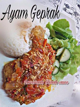 Monggo Restaurant: AYAM GEPRAK!