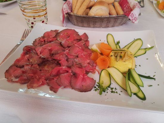 Mestrino, Italy: roast beef con tortino di zucchine