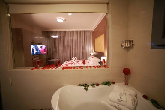 Urban Central Suites   Beirut: Surprise Welcoming Decoration Of Room And  Bathroom
