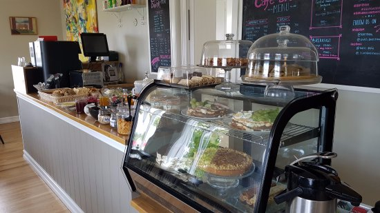 Borgarnes, Iceland: Breakfast buffe and cake for the Café