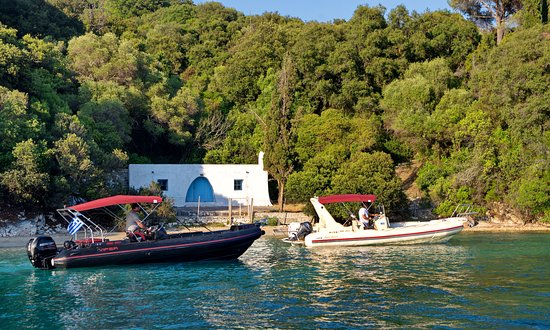 viper 6.5m & eagle 7.4m - Picture of Pipis Boats, Nikiana - TripAdvisor