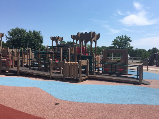 Toms River, NJ: Nice, clean park. Smaller playground equipment for little ones and a large playground equipment