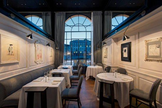 Borgo San Jacopo restaurant interiors