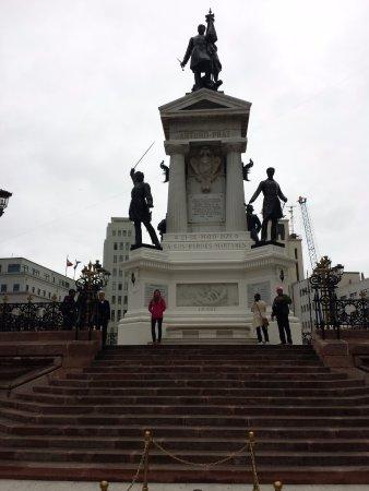 Monumento a Los Heroes: Monumento
