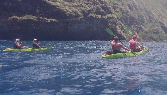 Honalo, Гавайи: Paddling back through the bay