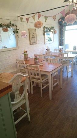 Elsies Traditional Tea Room: One half of the tea rooms