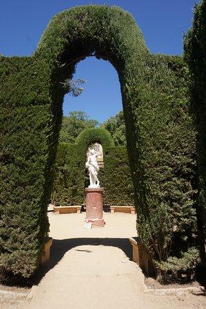 Parque del Laberinto de Horta: Estàtua al centre del laberint
