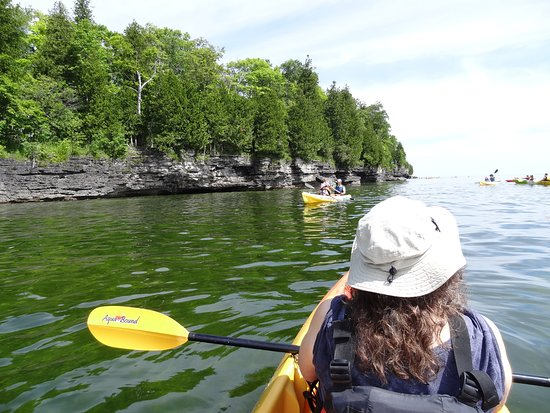 Egg Harbor, WI: On the water and looking at the beautiful outcroppings