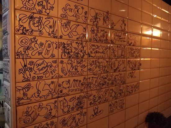 de l 39 art dans les toilettes picture of oncle blend casablanca tripadvisor. Black Bedroom Furniture Sets. Home Design Ideas