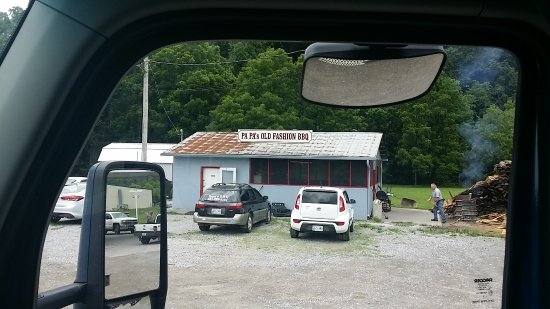 Erin, TN: Papa's Old Fashion Bbq