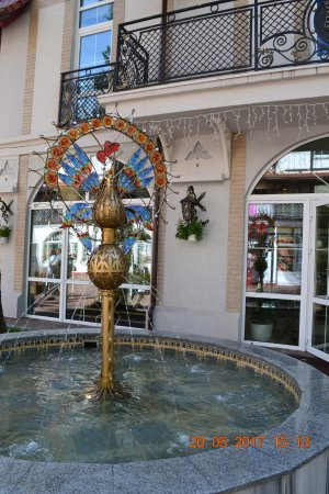 Peacock Fountain: Павлины, говоришь? Ха!