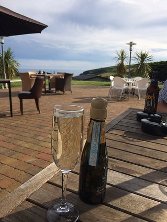 Praa Sands, UK: Amazing food and beautiful location. Prosecco, children's pasta, veg. curry, BBQ ribs. All delic