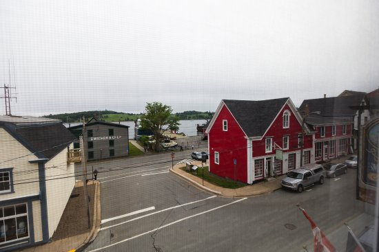 Smugglers Cove Inn: View of downtown and the water from room #310