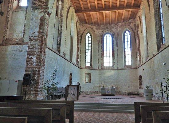 St. John's Church: la nef _ St-John de Tartu