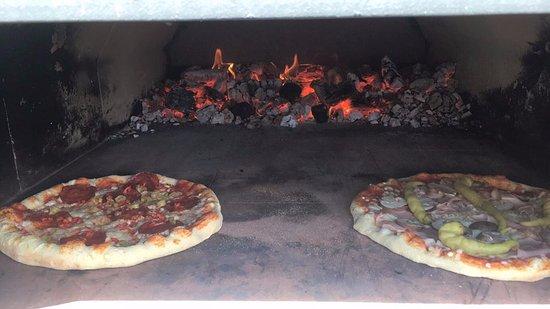 Ismaning, Deutschland: Pizza im Holzbackofen