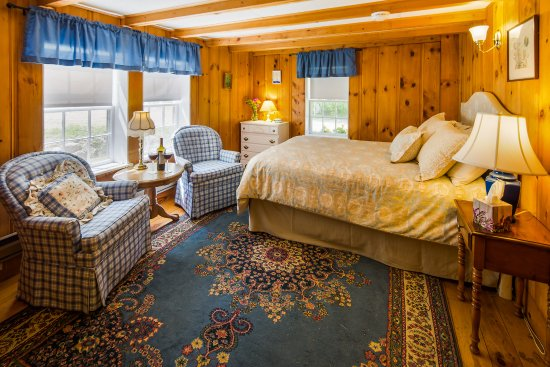 Eaton, NH: First floor room with one double beds in the Carriage House.
