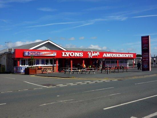 Lyons Winkups Amusements