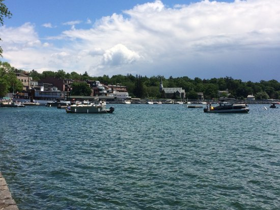 Skaneateles, นิวยอร์ก: The park & lake just across the road from the B&B