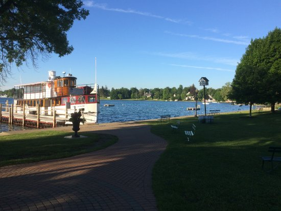 Skaneateles, นิวยอร์ก: The Park & Lake just across the road from the B&B - everything is in walking distance!