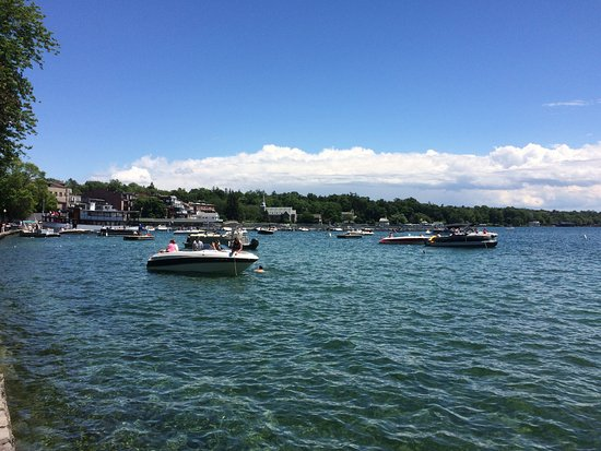 Skaneateles, NY: Swimming at the park - everything is within walking distance!