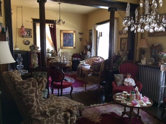 Hearts Desire Inn: View of side parlor, looking to the front parlor