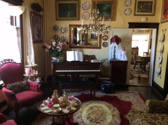 Hearts Desire Inn: Side Parlor with piano