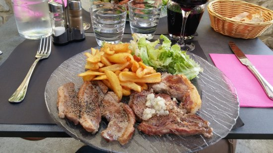 Monflanquin, فرنسا: 20170625_195049_large.jpg