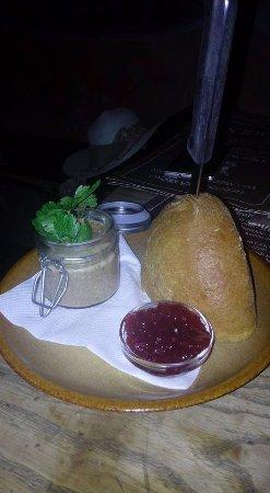 Домашний паштет и не менее аппетитный смородиновый соус!
