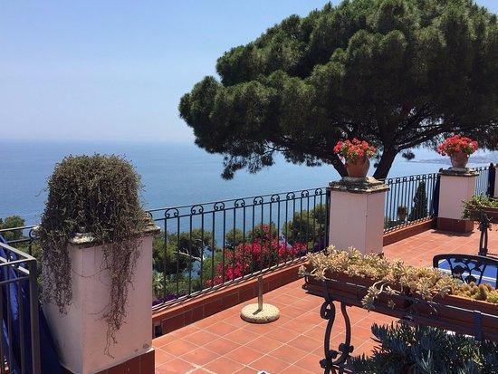 Terrazzo e panorama - Foto di Bel Soggiorno Hotel, Taormina ...