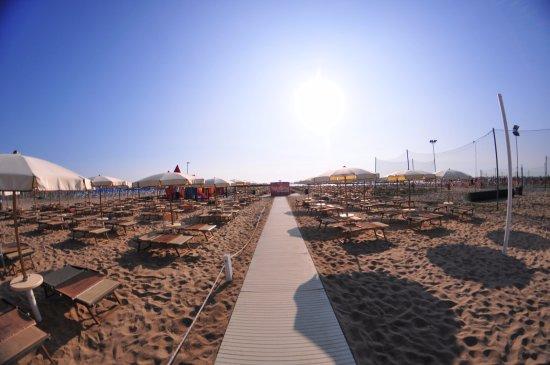 Spiaggia cayo loco foto di hotel antonella lido di - Bagno cayo loco lido di classe ...
