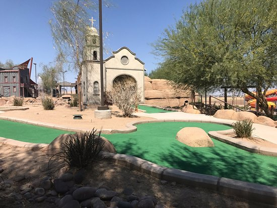 Z Fun Factory: Ready for some Mini Golf?