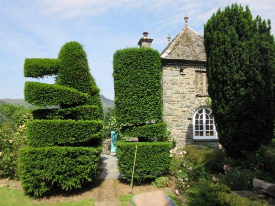 Plas Brondanw Gardens: Plas Brondanw