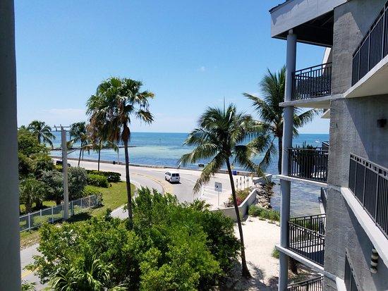1800 Atlantic Suites: Oceanview room standing on balcony.