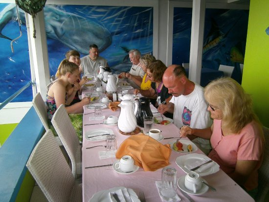 Castle Comfort Dive Lodge: breakfast time