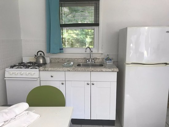 Easterner Motel: Every room has a convenient, well-equipped kitchenette.