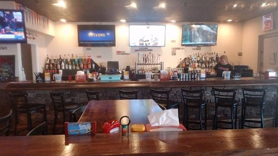 Rockmart, GA: View from the dining area into the bar area