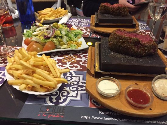 Restaurante Carne A La Piedra: Steak, salad and fries...delicious!