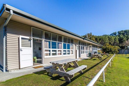 Turangi, New Zealand: Camp Kitchen & Recreation Room