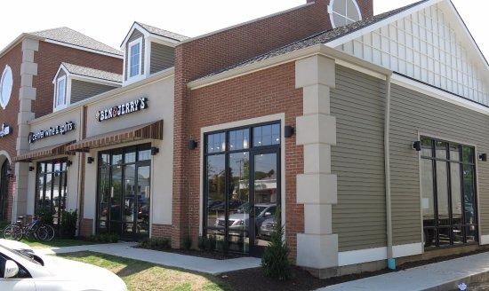 Glastonbury, CT: Our Scoop Shop storefront