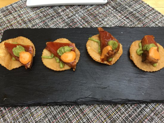 Geneva, IL : Seared tuna on tosado chips appetizer