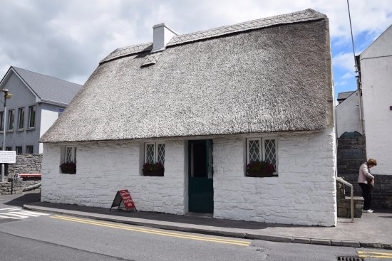 Cong, Irlande : The outside of the cottage musuem