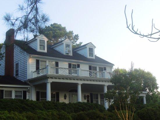 Painter, VA: Front of the Inn.