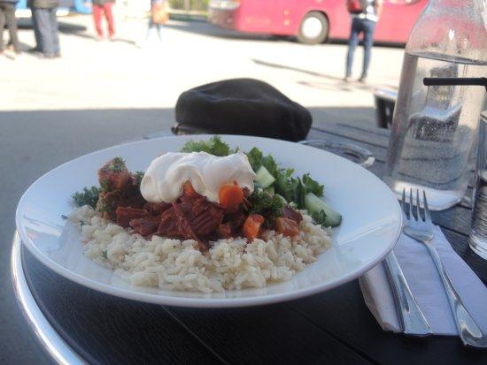 Russenes Kro: og så et måltid ute i sola