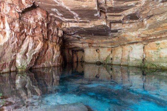 Caverna Aroe-Jari e Gruta da Lagoa Azul