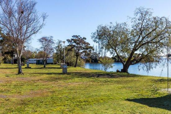 Motutere Bay Holiday Park : Lakeside Sites