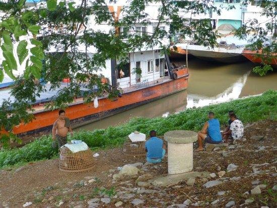 Wat Phra Buat : Chinese sailors like cock fighting too